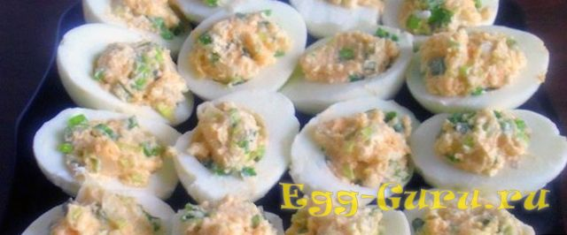 Яйца, фаршированные икрой мойвы