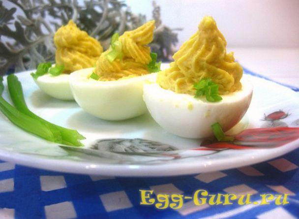 Яйца, фаршированные икрой трески
