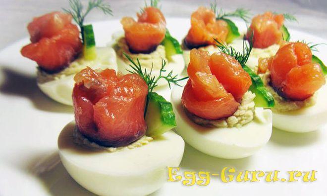 Яйца, начиненные лососем