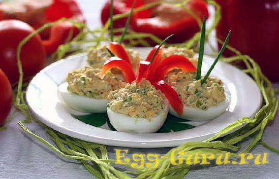 Яйца с начинкой из лука