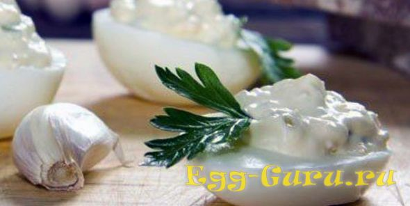 Яйца с чесноком и майонезом