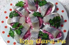 Фаршированные яйца селедкой под шубой рецепт