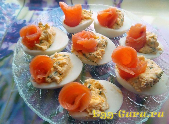 Яйца с начинкой из семги