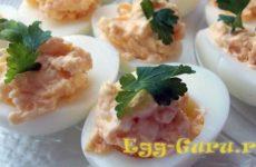 Яйца фаршированные икрой мойвы