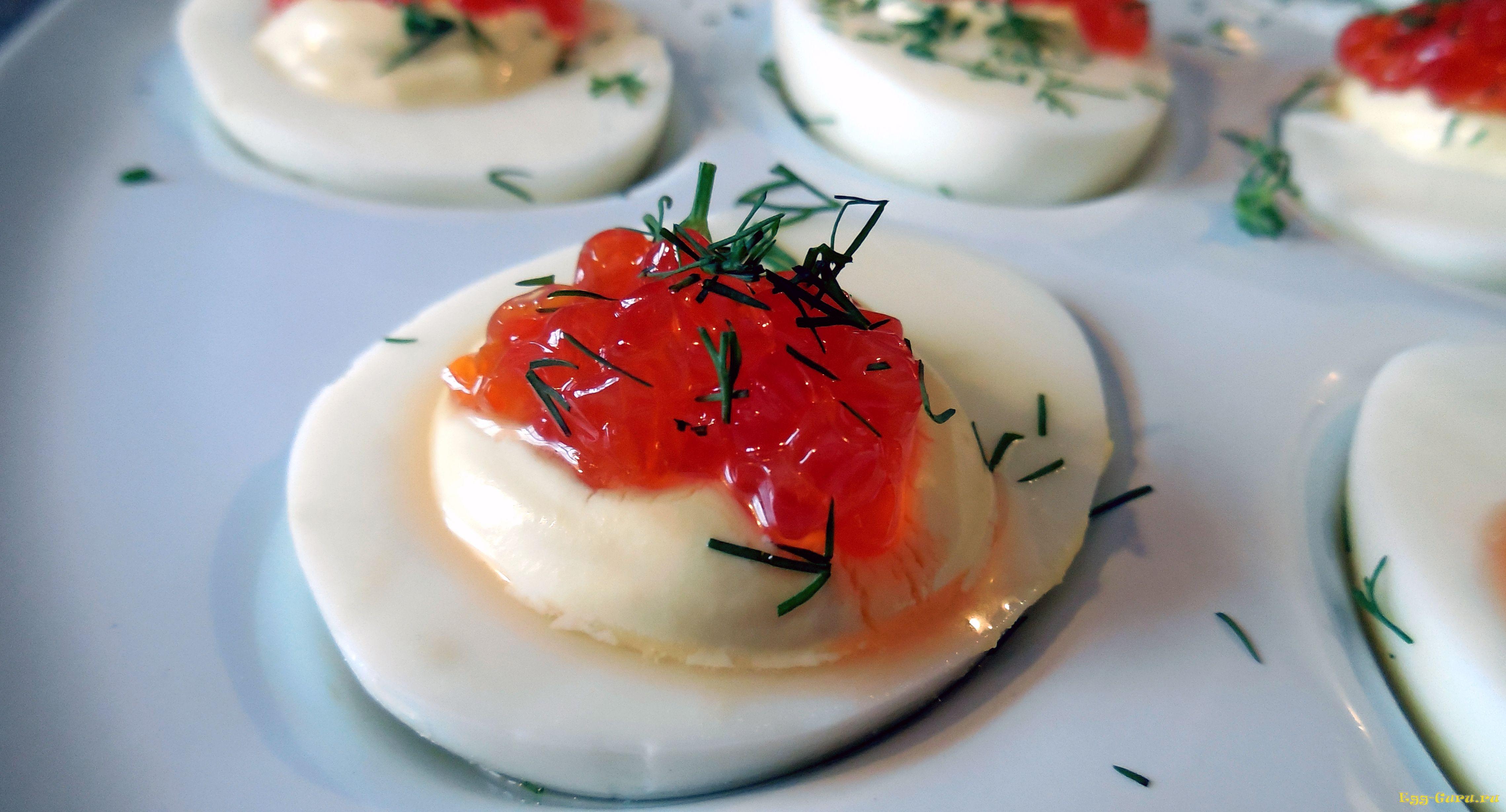 Яйца, фаршированные икрой - фото