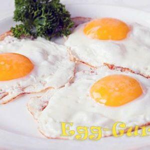Приготовление яичницы глазуньи