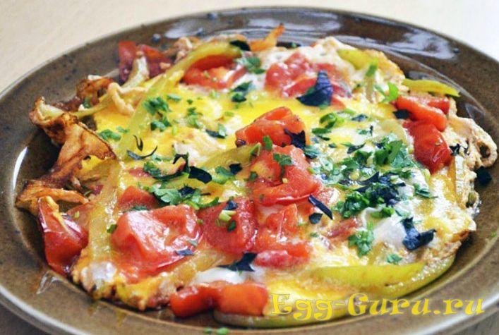 Яичница с перец и томатами