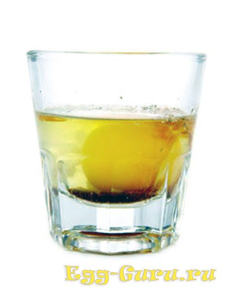 Алкогольный коктейль на основе яйца и виски
